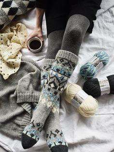 Knitting Patterns combine Socken mit nordischem Muster Novita 7 Weddings and 7 Weddings Aurora Novita Knits Knitting Patterns Free, Knit Patterns, Free Knitting, Wool Socks, Knitting Socks, Winter Socks, Knitting Projects, Knit Crochet, Couture
