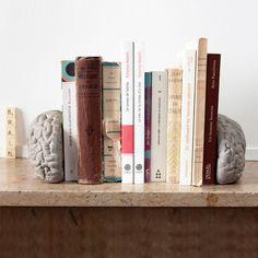 Lyon Beton - Brain Buchstütze - Ambientebild