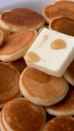 Here's how to make the mini pancake cereal you've been seeing on TikTok. These baby pancakes are so fluffy and delicious. Just add butter and syrup to enjoy. Mini Pancakes, How To Cook Pancakes, Fluffy Pancakes, Baby Cereal Pancakes, Fun Baking Recipes, Cereal Recipes, Dessert Recipes, Cooking Recipes, Pancake Healthy