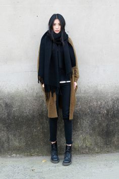 Maxi-echarpe et Plaid - Petit Budget au Luxe Looks Street Style, Looks Style, Looks Cool, Fall Collection, A Well Traveled Woman, Look Girl, Look Vintage, Moda Fashion, Asian Fashion