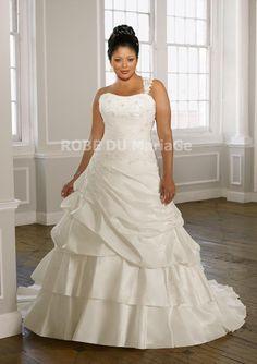 Shopping Noël : jusqu'à -40% robe de mariée grande taille pas cher Prix : €146,99 Lien pour acheter : http://www.robedumariage.com/a-ligne-robe-de-mariee-une-bretelle-demontable-demontable-ruches-perles-taffetas-grande-taille-product-2255.html
