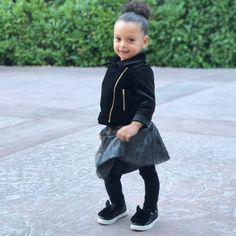 Pop that hip, give em a twirl and keep it moving girl! 😍😍😍love my baby Ryan. Stephen Curry Family, The Curry Family, Chino Hills Basketball, Curry Basketball, Ryan Curry, Wardell Stephen Curry, Curry Nba, Stephen Curry Pictures, Curry Warriors