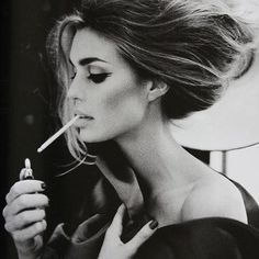 although i don't think smoking is glam, everything about this picture is