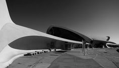 As Frank Lloyd Wright said that material should be used according to its nature. If the nature of concrete lays in the fluidity and continuity, Eero Saarinen's TWA terminal uses the nature of concrete to create spaces that flowed into one another, capturing the concept of flight.