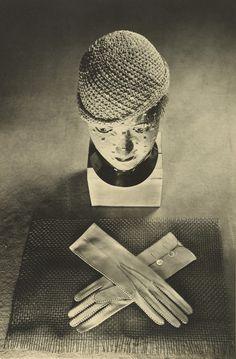 Grete Stern - Hut und Handschuhe (Hat and Gloves), 1930