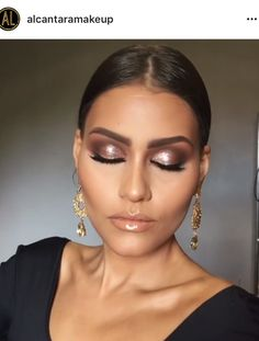 Whenever you do eye makeup, make your eyes look brighter. Your eye makeup should make your eyes stick out amongst the other functions of your face. Eye Makeup Tips, Glam Makeup, Bridal Makeup, Wedding Makeup, Beauty Makeup, Face Makeup, Beauty Desk, Makeup Pics, Makeup Trends