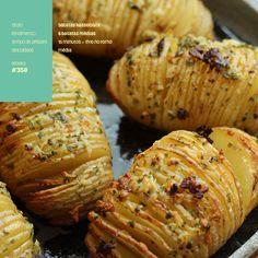 batatas hasselback com manteiga de alho e ervas