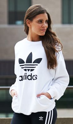 Shop the latest women's looks, including new styles from adidas Originals. Shop the latest women's looks, including new styles from adidas Originals. Cute Workout Outfits, Cute Comfy Outfits, Sporty Outfits, Fashion Outfits, Yeezy Fashion, Adidas Fashion, Looks Adidas, California Outfits, Adidas Outfit