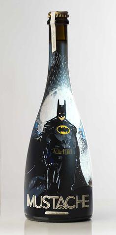 Botella de Cerveza BATMAN pintada a mano por Dokidoki Planet. De venta en dokidokiplanet.com