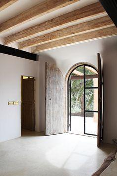Steel and glass door - Design by Studio Arched Doors, Entrance Doors, Patio Doors, Interior Barn Doors, Interior Exterior, Interior Shutters, Luxury Interior, Interior Design, Shutters Inside