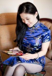Lula Wang, blogt zo nu en dan voor Damespraatjes. Lulu schrijft boeken en blogs. Mijn favoriete boek van haar is het Lelietheater. Inmiddels heeft ze veel meer geschreven.