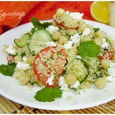 Марокканский салат из кускуса и нута с овощами и фетой