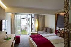 Zimmer Schlossblick #ritzenhof #ritzensee #saalfelden #zimmer #architektur Haus Am See, Hotel Spa, Bunk Beds, Curtains, Furniture, Home Decor, Architecture, Homes, Insulated Curtains