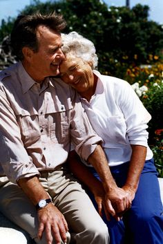 Former USA President George H and 1st Lady Barbara Bush