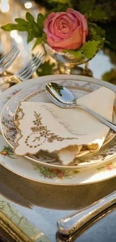 Table Setting ...♥♥...