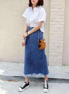 ロングデニムスカート Long Skirt Fashion, Modest Fashion, Teen Fashion, Korean Fashion, Womens Fashion, Denim Skirt Outfit Winter, Denim Skirt Outfits, Modest Outfits, Classy Outfits