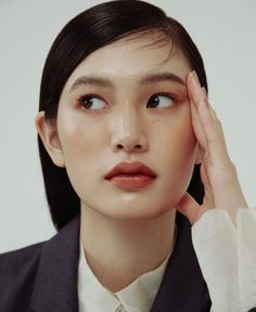 If you're still wearing makeup whilst working from home, may we suggest a few lowkey face tints? Here are all the tinted moisturizers, lightweight foundations and BB creams you'll ever need. Face Reference, Photo Reference, Beauty Photography, Portrait Photography, Asian Photography, Female Photography, Beauty Makeup, Hair Makeup, 80s Makeup