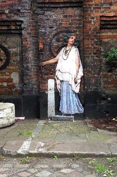Julien de Casabianca's Outings Project - Bring Museum Artworks to Urban Streets