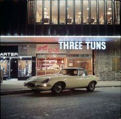 Three Tuns. Bottom of Hertford Street, by The Dome, as was