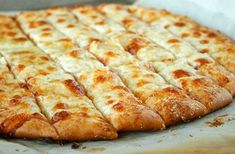 Homemade Pizza Dough and Cheesy Bread Sticks Recipe The Homestead Survival - Homesteading - Frugal Cooking Pizza Legal, Best Pizza Dough, Garlic Breadsticks, Cheesy Garlic Bread, Garlic Cheese, Garlic Pizza, Garlic Salt, Good Food, Yummy Food
