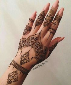 The art of henna (called mehndi in Hindi & Urdu) has been practiced for over Origin of years in Pakistan, India, Africa and the Middle East. There is some documentation that it is over 9000 years old. Because henna has natural cooling properties Pretty Henna Designs, Arabic Henna Designs, Mehndi Designs For Fingers, Henna Tattoo Designs, Mehandi Designs, Finger Mehendi Designs, Heena Design, Bridal Henna Designs, Unique Mehndi Designs