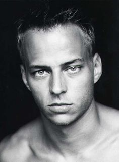 tom-wlaschiha-5.jpg (376×512)