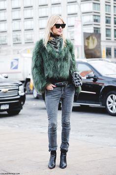 Winter street style - green fur jacket