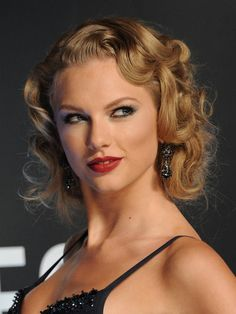 Taylor Swift's retro curled faux bob at the 2013 VMAs = HAIR PERFECTION