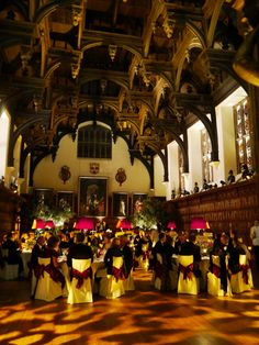 Middle Temple Hall in London is possibly the finest example of an Elizabethan Hall, built in 1573. It is one of the four Inns of Court exclusively entitled to call their members to the English Bar as barristers, the others being the Inner Temple, Gray's Inn and Lincolns Inn