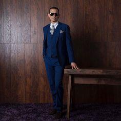 Chester Bennington looking, DAMN FINE in that suit! kslp