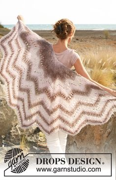 "Free pattern: Knitted DROPS shawl with lace and zigzag pattern in ""Verdi"". ~ DROPS Design"