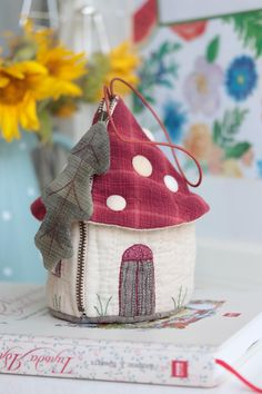 Japanese Fabric, Quilted Bag, Mini Quilts, Crafty Craft, Beautiful Bags, Pin Cushions, Coin Purse, Pouch, Reusable Tote Bags