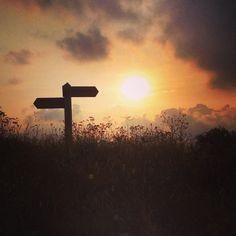 C'è sempre una direzione da prendere, anche al calar della sera