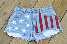 DIY American Flag Shorts just in time for the Fourth of July #4thofJuly #Merica