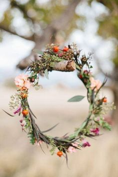A simple and earthy  flower crown like this one will both add color to the white outfit and give me the option for colored shoes
