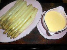La meilleure recette d'Asperges blanches sauce mousseline chaude! L'essayer, c'est l'adopter! 5.0/5 (8 votes), 10 Commentaires. Ingrédients: 1 kg d asperges blanches,gros sel,2 jaunes d oeuf, 175 gr de beurre, 2 cas de creme fraiche épaisse,une cac de jus de citron,une pincée de piment de cayenne,sel