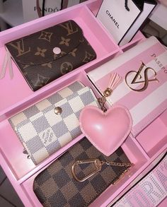 Luxury Purses, Luxury Bags, Pink Love, Cute Pink, Accessoires Iphone, Baby Pink Aesthetic, Pink Phone Cases, Chanel, Everything Pink