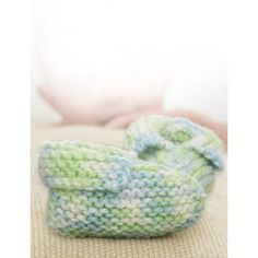 These Lemon Lime Baby Booties are too adorable to pass up. Made with Caron Simply Baby yarn, this free knitting patterns for baby will make your heart melt. Your little one will look so precious in these knit booties. The soft green and blue colors coordinate so well together and create a soothing combination for the eye. Your new arrival will love wearing these knit baby booties, because they will keep their feet warm and cozy. Without much time or effort, you will have the perfect knitting…