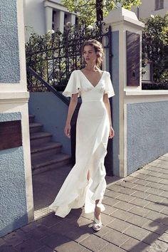 white evening dress Getting married party dress new ball gowns v-neck prom dress - Hochzeits- und Brautmode V Neck Prom Dresses, Bridal Dresses, Wedding Gowns, Party Wedding, Wedding Bridesmaids, Wedding Summer, Wedding Blue, Wedding Reception, Dresses Dresses