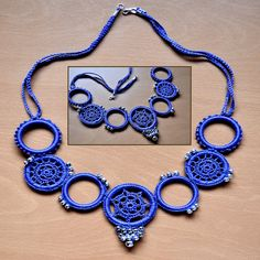 Collar Anillas Azul by mamaquehaces, via Flickr