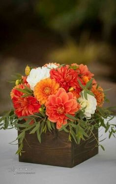 11 wedding floral arrangements, decorate your wedding with flowers! 11 wedding floral arrangements, decorate your wedding with flowers! Orange Wedding Flowers, Fall Flowers, Orange Flowers, Floral Wedding, Beautiful Flowers, Boho Wedding, Orange Weddings, Yellow Wedding, Floral Flowers