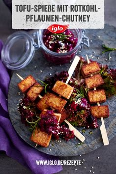 Tofu skewers with red cabbage and plum chutney Whether vegan, vegetarian . - Tofu skewers with red cabbage and plum chutney Whether vegan, vegetarian or meat eat - Healthy Cookie Recipes, Oatmeal Cookie Recipes, Chocolate Cookie Recipes, Banana Recipes, Vegetarian Christmas Recipes, Plum Chutney, Chewy Peanut Butter Cookies, Salsa Picante, Butter