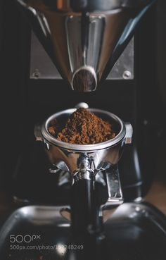 Morning essentials - Delicious fresh morning coffee beans ground ion the coffee grinder Coffee Break, Coffee Shot, Coffee Love, Best Coffee, Morning Coffee, Kona Coffee, Happy Coffee, White Coffee, Coffee Barista