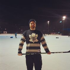 Pond hockey in Helsinki, Finland (Braku, Kallio). Toronto Maple Leafs' knitted heritage jersey.