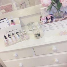 Pretty and girly bedroom Bedroom Ideas, Bedroom Decor, Royal Beauty, Teenage Room, Beauty Studio, Abcs, Girly Things, Sweet Home, Bedrooms