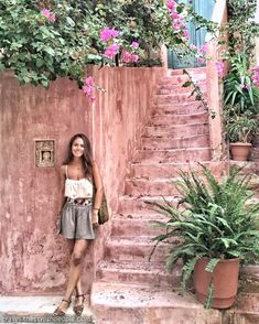 Chania, Kreta, Griechenland Inseln Perhaps you have thought of put Greece Photography, Girl Photography, Looks Hippie, Travel Pose, Greece Outfit, Crete Greece, Crete Chania, Foto Instagram, Foto Pose