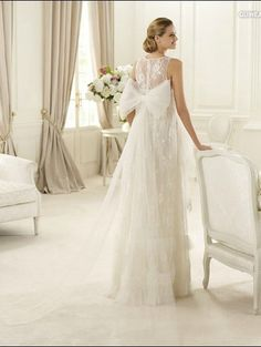Scoop neckline Empire Waist tulle wedding dress with lace and big bow on the back FPRW188