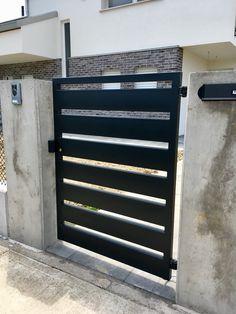 cancello pedonale in ferro a tubolari orizzontali colore nero graffite