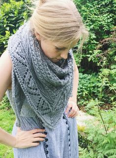 Saeth is a bulky weight triangular shawl which combines texture and lace details to stunning effect. Sewing Binding, Bind Off, Circular Needles, Lace Border, Blanket Scarf, Slip Stitch, Stitch Markers, Lace Detail, Shawl