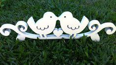 Topo de bolo/Decoração de mesa de bolo Love Birds <br>MDF recortado a laser -Passarinho com coração. <br>Espessura 15mm -Fica em pé sem apoio. <br> <br>Pode ser usado como topo de bolo ou para decorar mesa de bolo em festas de noivado, casamento e etc. <br> <br>O tempo para a confecção pode variar para mais ou para menos, consulte!